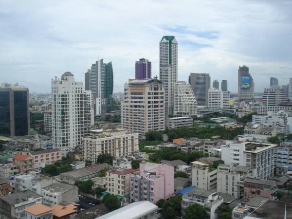 бангкок - вид с крыши отеля на silom road