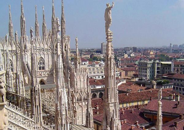 Милан - вид на город с кафедрального собора