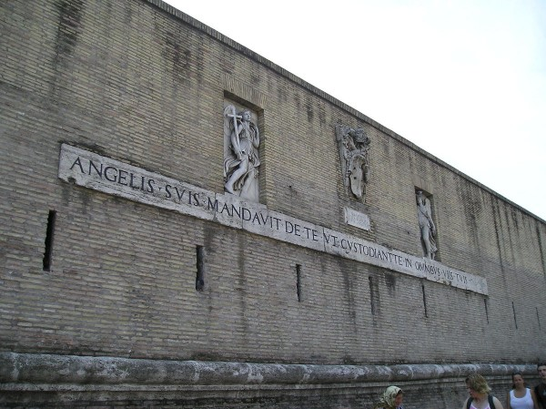 Стена в Ватикане