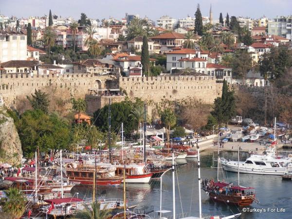 Анталия - вид на гавань и крепостную стену