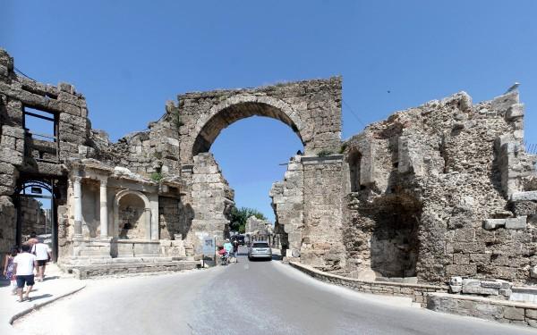 Ворота Веспасиана в Сиде