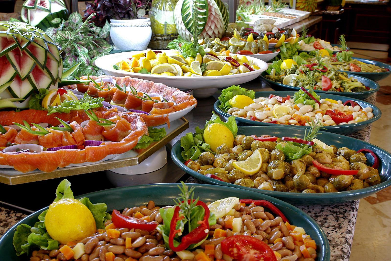- Tavole apparecchiate per buffet ...