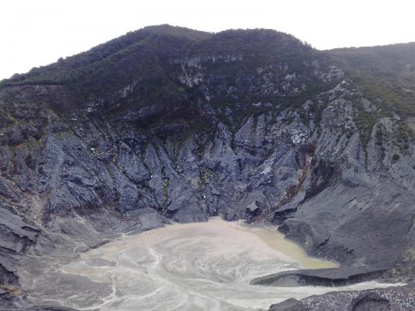 Вулкан Тангкубан у города Бандунг