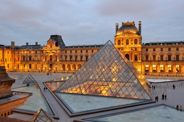 Лувр (Musée du Louvre) — один из крупнейших художественных музеев мира