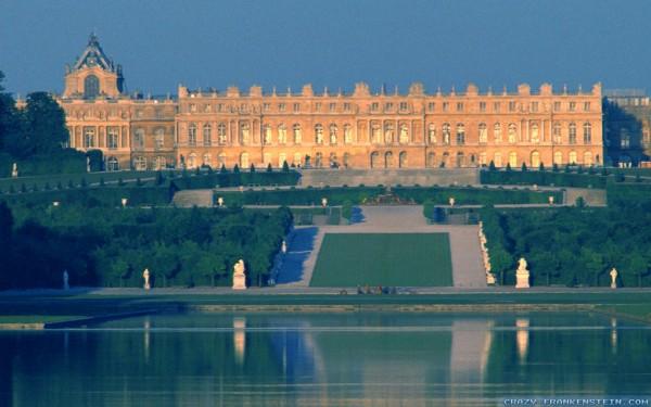 Версаль — дворцово-парковый ансамбль в пригороде Парижа