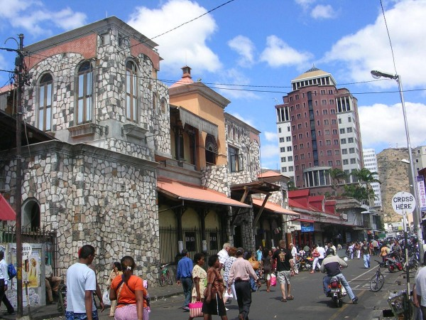 Центральная улица Интенданс в Порт Луи - столице Маврикия