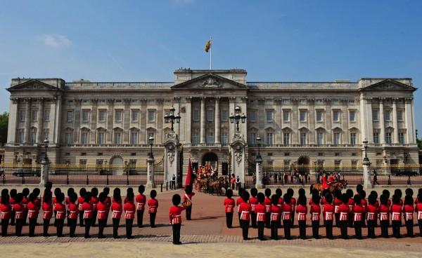 Смена караула Букингемского дворца