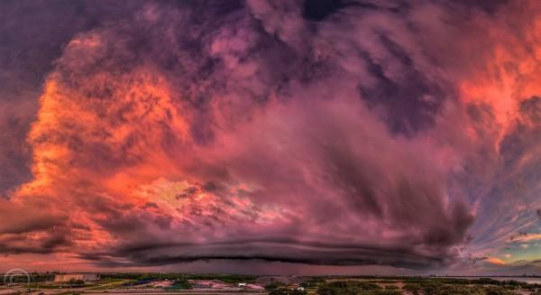 Ураган в небе над Тампой